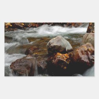 El fluir del río del agua Seaward Pegatina Rectangular