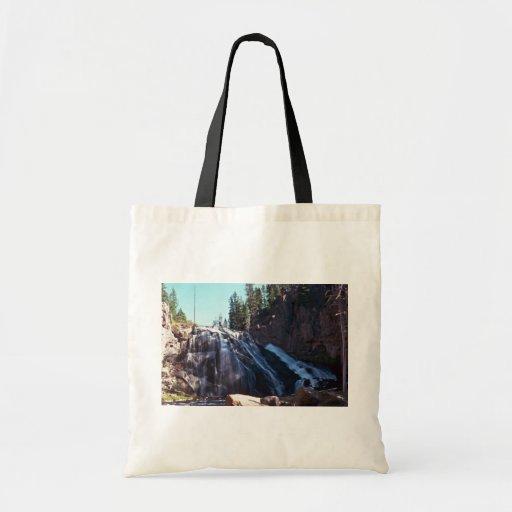 El fluir en una cuesta ligera bolsas