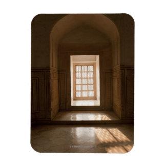 El fluir ligero a través de la ventana, mausoleo,  imán