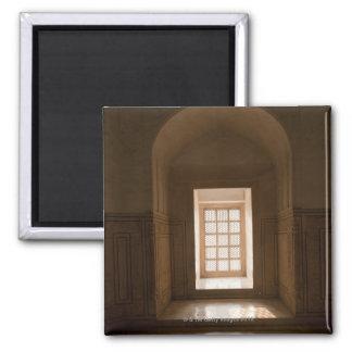 El fluir ligero a través de la ventana, mausoleo,  imán cuadrado