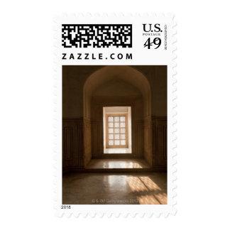 El fluir ligero a través de la ventana, mausoleo, sello postal