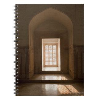 El fluir ligero a través de la ventana, mausoleo, spiral notebook