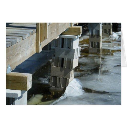 El flujo del hielo resuelve el puente felicitaciones