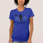 El foco cree respira las camisetas azules