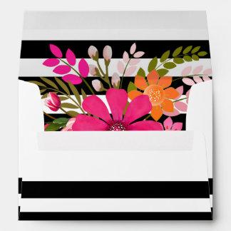 El folclore rayado negro y blanco florece el sobres