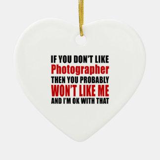 El fotógrafo no tiene gusto de diseños adorno navideño de cerámica en forma de corazón