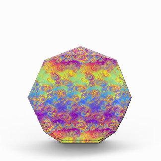 El fractal brillante del remolino modela el arco