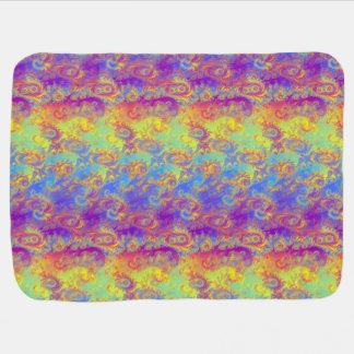 El fractal brillante del remolino modela el arco mantas de bebé