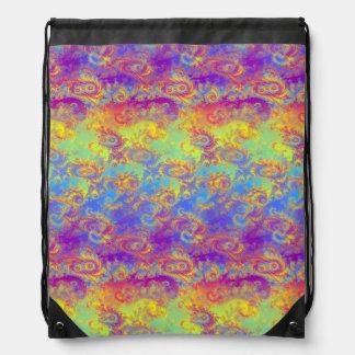 El fractal brillante del remolino modela el arco mochilas