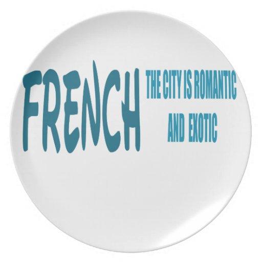 El francés la ciudad es romántico y exótico platos para fiestas