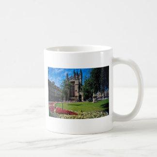 El frente del este rojo, abadía del baño, Avon, In Taza Básica Blanca