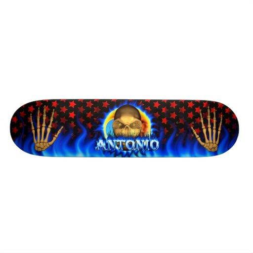 El fuego azul del cráneo de Antonio flamea skaters Tablas De Skate