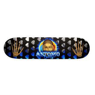 El fuego azul del cráneo de Antonio flamea skaters Patin