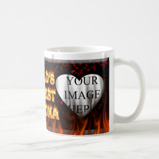 El fuego de la abuela del mundo y el rojo más taza de café