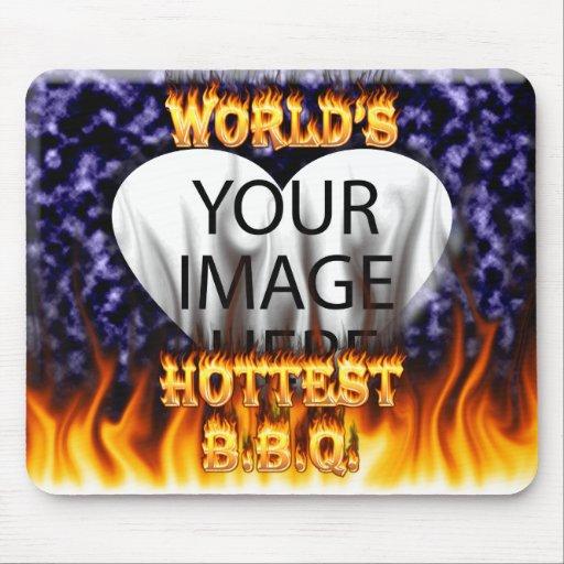 El fuego del Bbq del mundo y el azul más calientes Alfombrilla De Ratones