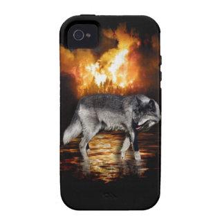El fuego del lobo gris flamea el caso del iPhone Case-Mate iPhone 4 Fundas