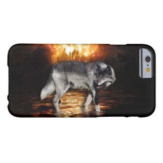 El fuego del lobo gris flamea el caso del iPhone Funda De iPhone 6 Barely There