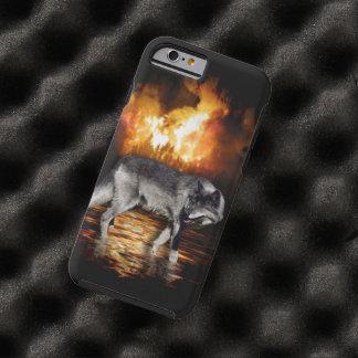 El fuego del lobo gris flamea el caso del iPhone Funda De iPhone 6 Tough