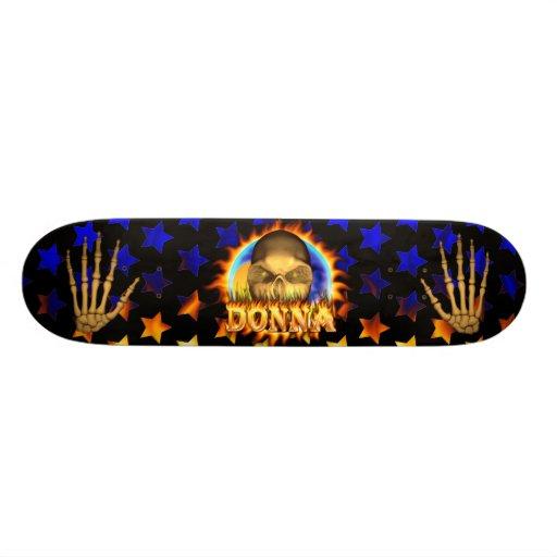 El fuego real y las llamas del cráneo de Donna and Skate Board