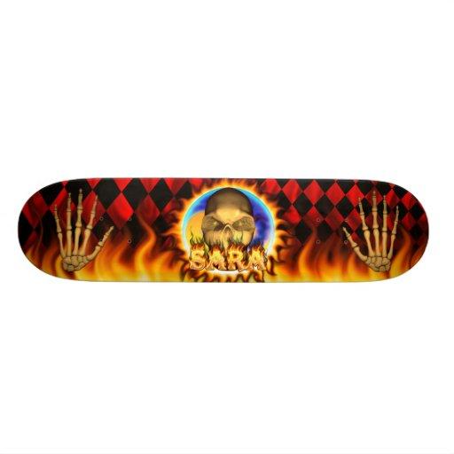 El fuego real y las llamas del cráneo de Sara anda Tablas De Skate