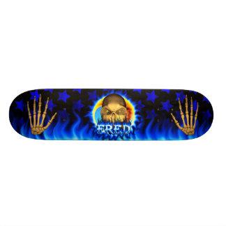 El fuego y las llamas azules del cráneo de Fred an Patin Personalizado