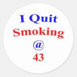 El fumar abandonado 43 pegatina redonda