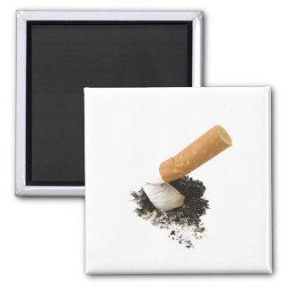 El fumar abandonado imán cuadrado