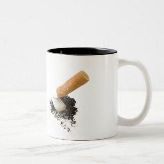 El fumar abandonado taza dos tonos