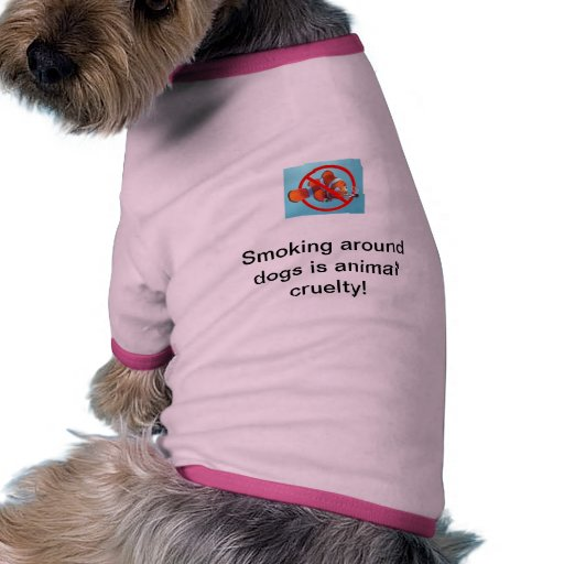 El fumar alrededor de perros es camisa animal del  camiseta de mascota