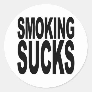 El fumar chupa pegatina redonda
