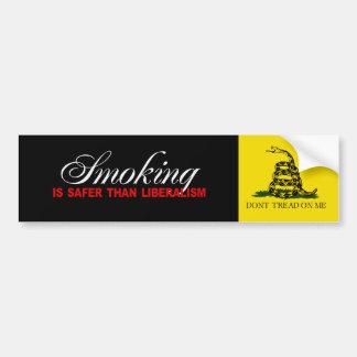 El fumar es más seguro que el liberalismo Bumperst Pegatina Para Auto