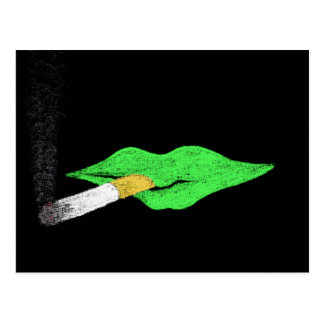 El fumar verde de los labios tarjeta postal