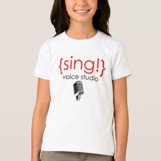 El funcionario canta la ropa del estudio de la voz playeras