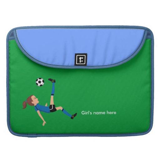 El fútbol del chica golpea la manga de Macbook con Fundas Macbook Pro