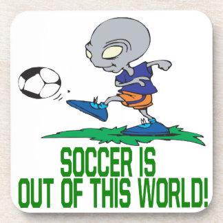 El fútbol está fuera de este mundo posavasos de bebidas