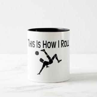 El fútbol esto es cómo ruedo al jugador de fútbol taza de café de dos colores