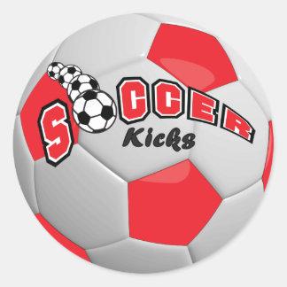 El fútbol golpea el rojo del   con el pie pegatinas redondas