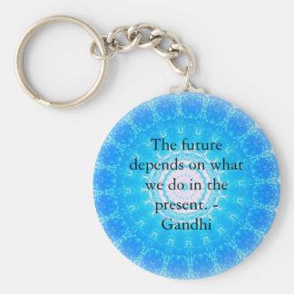 El futuro depende de lo que hacemos en el presente llavero