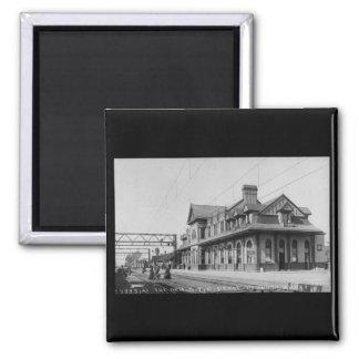 El G.T.R. Railroad Depot - Louis Pesha Imanes De Nevera