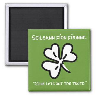 """El gaélico irlandés que dice el """"vino deja hacia f imán cuadrado"""
