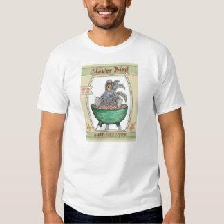 El gallo listo del pájaro de la etiqueta de la camisas