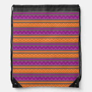 El galón púrpura y anaranjado raya el modelo   ( mochilas