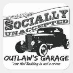 El garaje del proscrito. Coches de carreras social Calcomanías Cuadradas Personalizadas