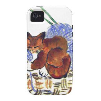 El gatito abraza una almohada del hilado Case-Mate iPhone 4 carcasa