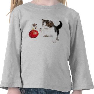 El gatito adorna su árbol camiseta