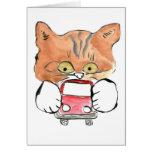 El gatito de Roxy ase un pequeño coche rojo Tarjeton
