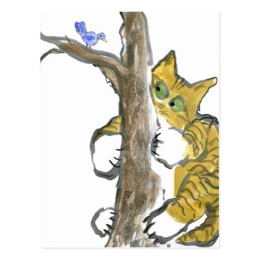 El gatito del tigre sube el árbol que persigue un  postal