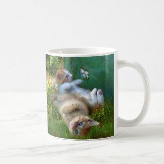 El gatito desea la taza