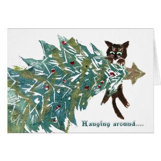 El gatito está colgando alrededor del árbol tarjeta de felicitación