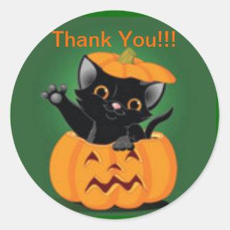 El gatito lindo Halloween le agradece pegatina